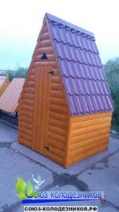 деревянный уличный туалет
