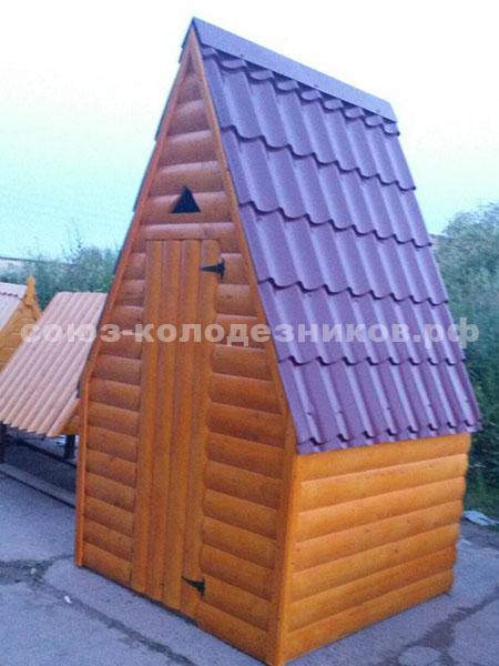 Деревянный туалет с имитацией бруса