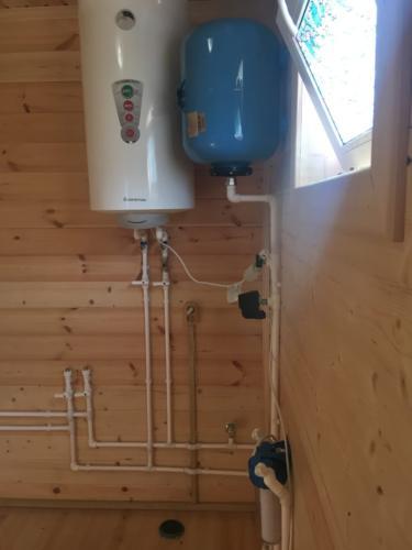 Установка гидроаккумулятора и водонагревателя