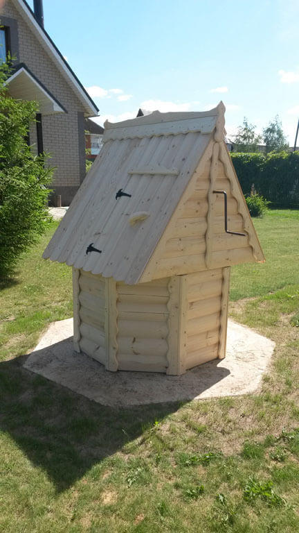 Установка деревянного домика для колодца в Серебряно-Прудском