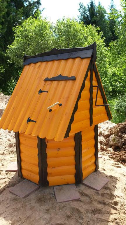Установка деревянного домика для колодца в Одинцовском районе