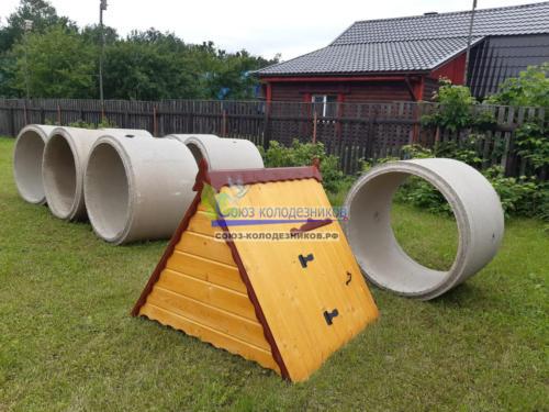 Доставка бетонных колец и домика для колодца